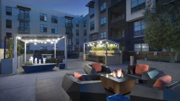 Outdoors at Edgewater NCH Apartment