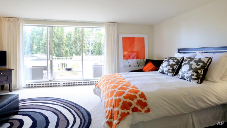 Spacious bedroom at The Gateway Vista North Apartment