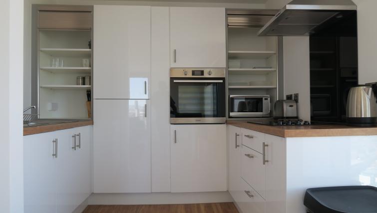 Modern kitchen at Quay Apartments @ Michigan
