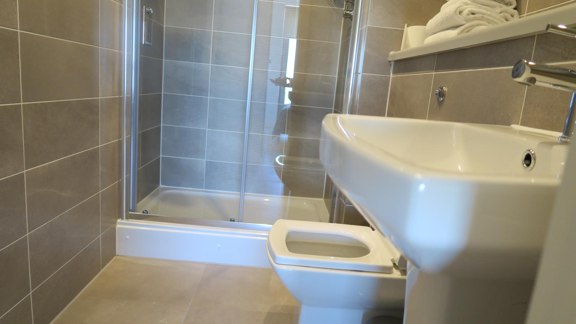 Shower at Quay Apartments @ Michigan