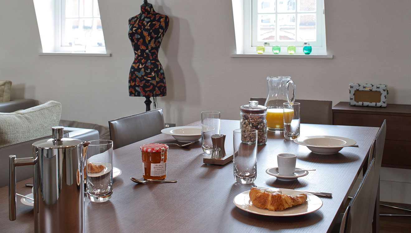 Table at 126 Cheval Brompton Road Apartments