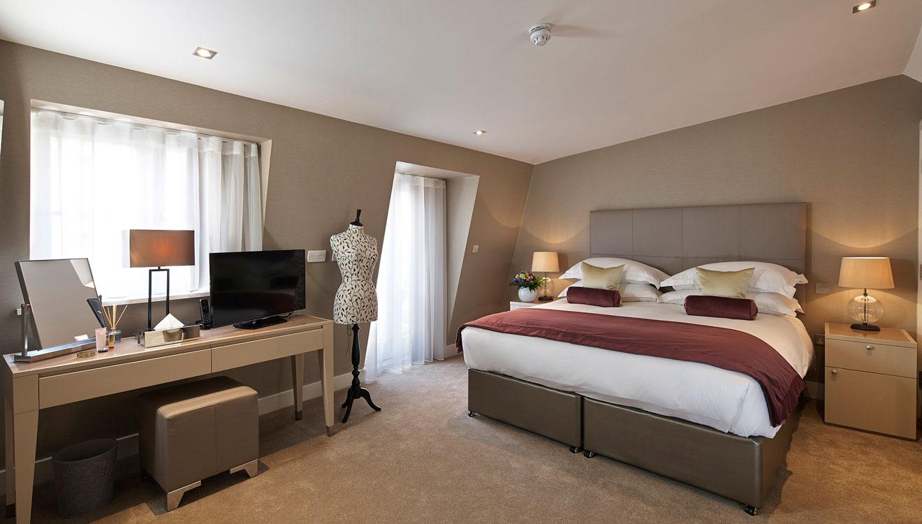 Spacious bedroom at 126 Cheval Brompton Road Apartments