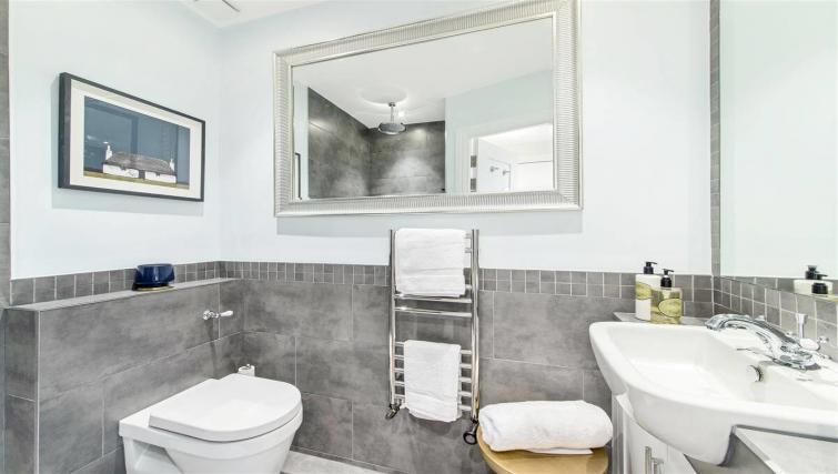Bathroom at Nell Gwynn Chelsea Accommodation