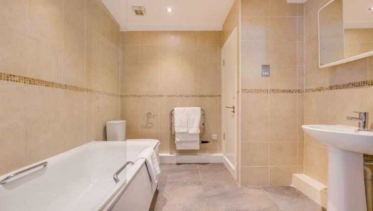 Bath at Nell Gwynn Chelsea Accommodation