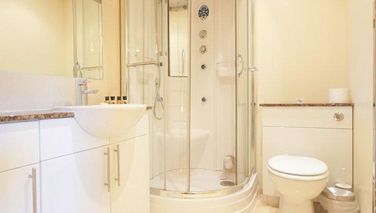 Bright bathroom at Crompton Court Apartments