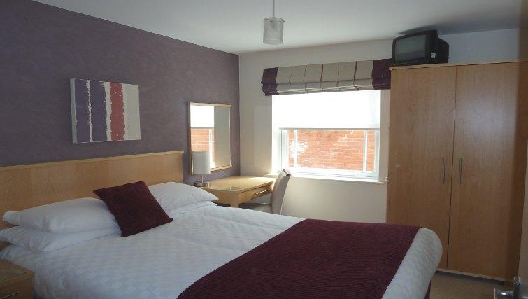 Bright airy bedroom at Banbury