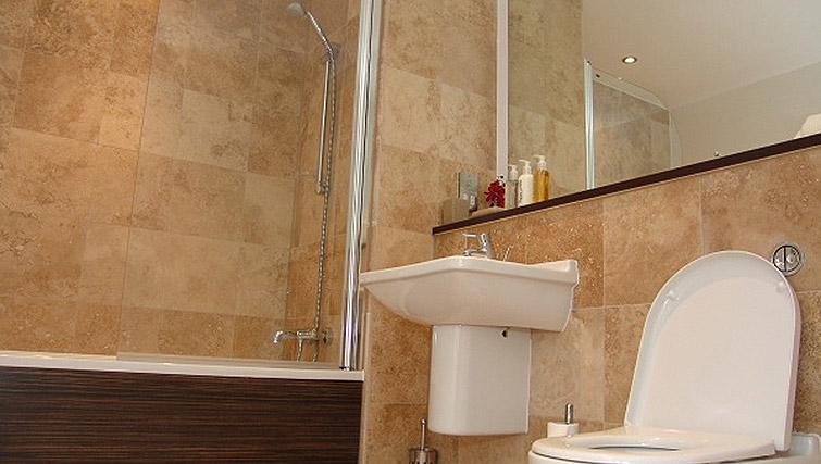 Bathroom in the Quay Serviced Apartments