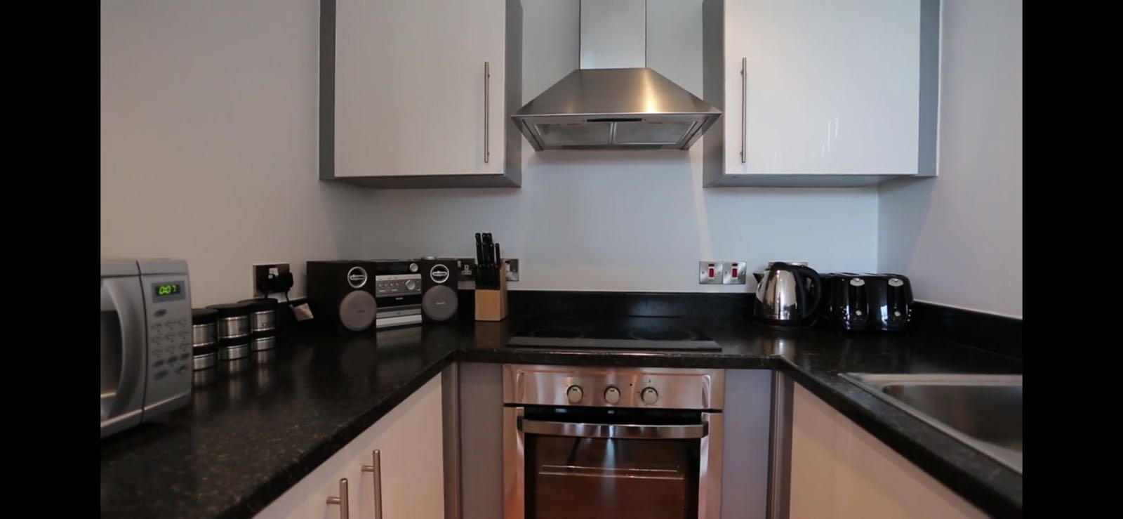 Oven at Quay Serviced Apartments