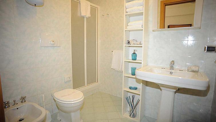 Shower room at Lux Appartamenti Rome