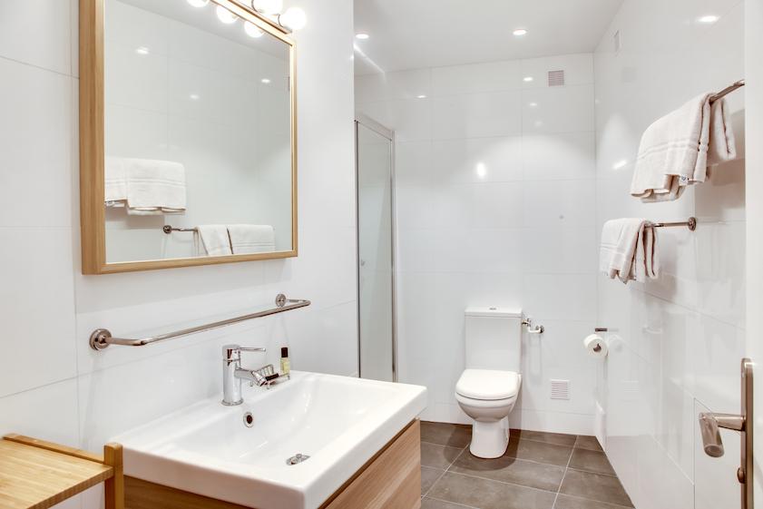 Clean bathroom at Rue d'Argout Apartments