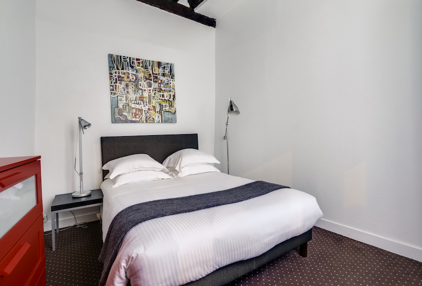 Double bed at Rue d'Argout Apartments