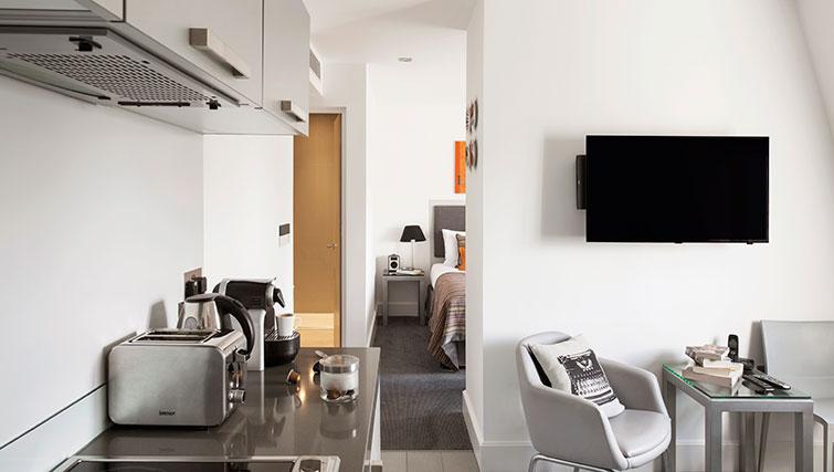 Tv at Templeton Place Aparthotel