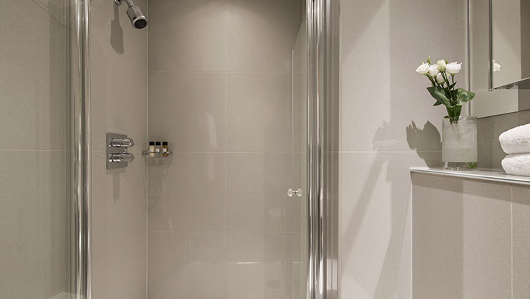 Shower at Templeton Place Aparthotel