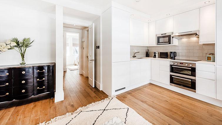 Modern kitchen at BE: Drury Lane Apartments