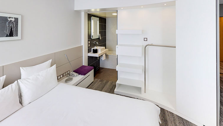 Bed at JF Kennedy Quarter Suites