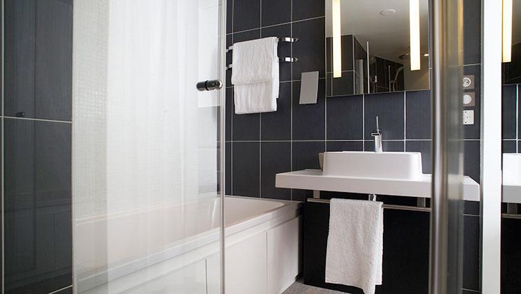 Bath at JF Kennedy Quarter Suites