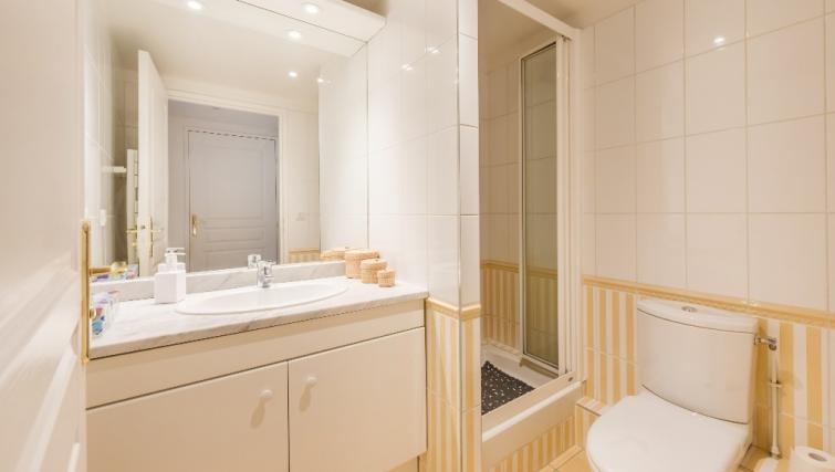 Bathroom at Falguiere Apartment