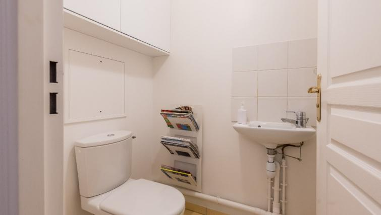 Toilet at Falguiere Apartment