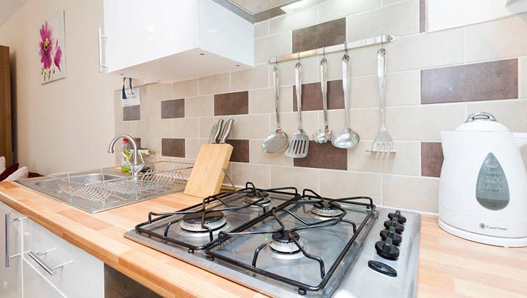 Modern kitchen at Heathrow Apartments