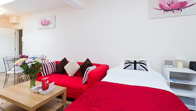 Open plan living/dining area at Heathrow Apartments