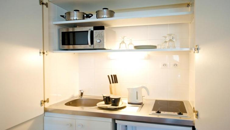 Compact kitchen in Staycity  Paris Gare de L'Est
