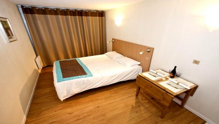 Tidy bedroom in Staycity  Paris Gare de L'Est