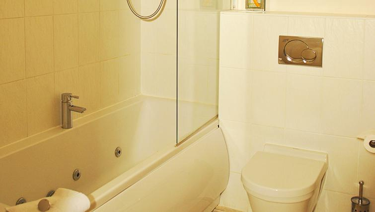 Clean bathroom in Deansgate Apartments