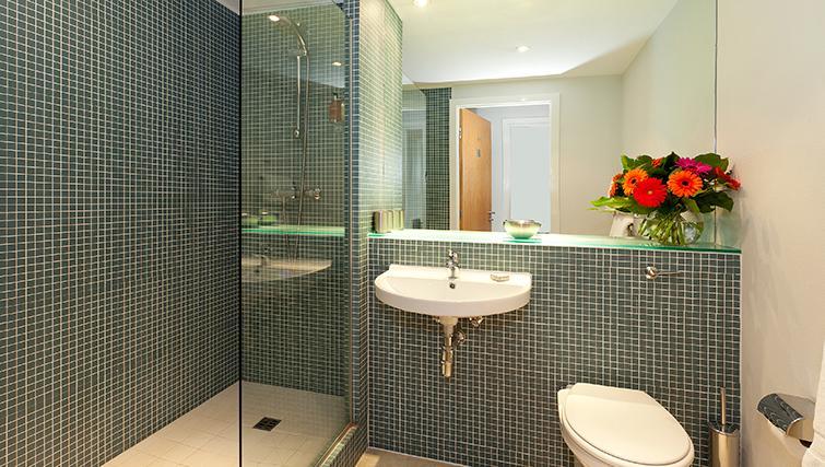 Shower in SACO Birmingham - Brindley Place