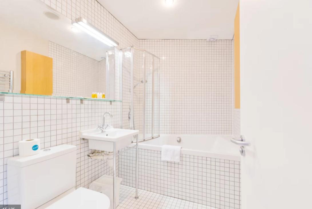 Bathroom at Modern Gran Canal Apartment