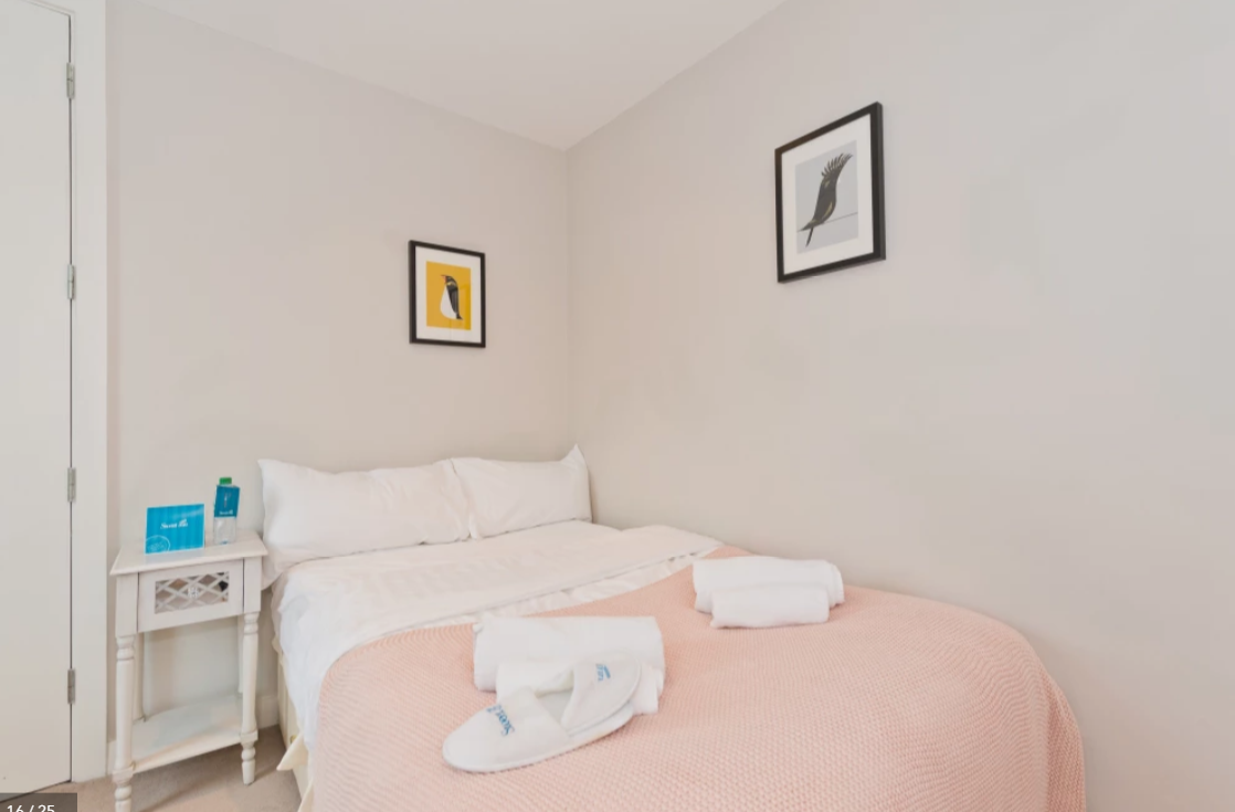 Double bed at Modern Gran Canal Apartment