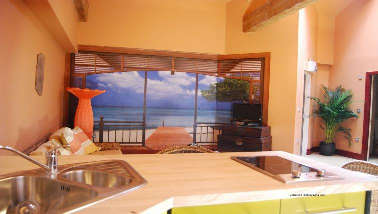 Bright kitchen in Heritage Exchange Apartments