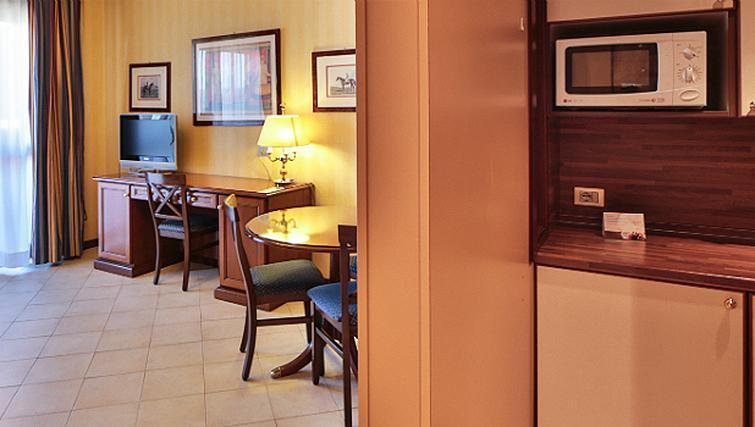 Simple kitchen in Contessa Jolanda Residence By Gruppo Una