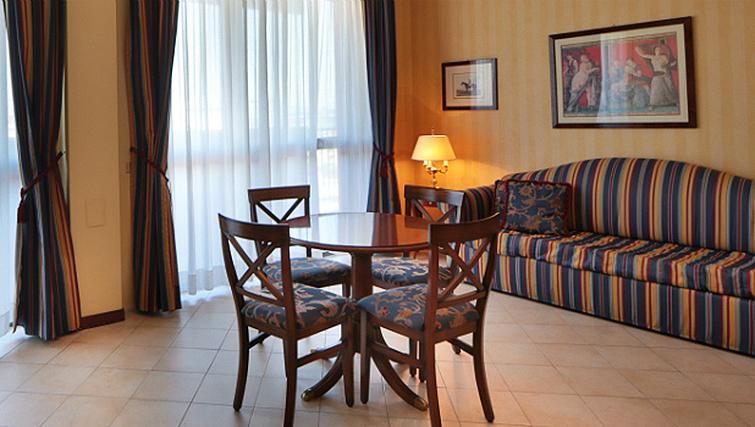 Sophisticated living area in Contessa Jolanda Residence By Gruppo Una