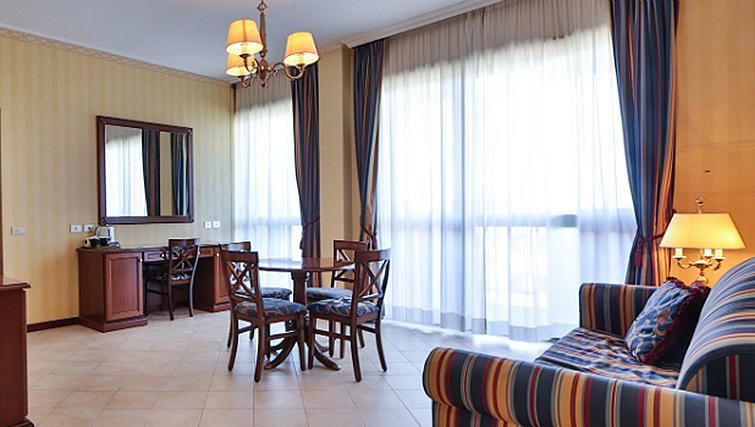 Dining area at Contessa Jolanda Residence By Gruppo Una