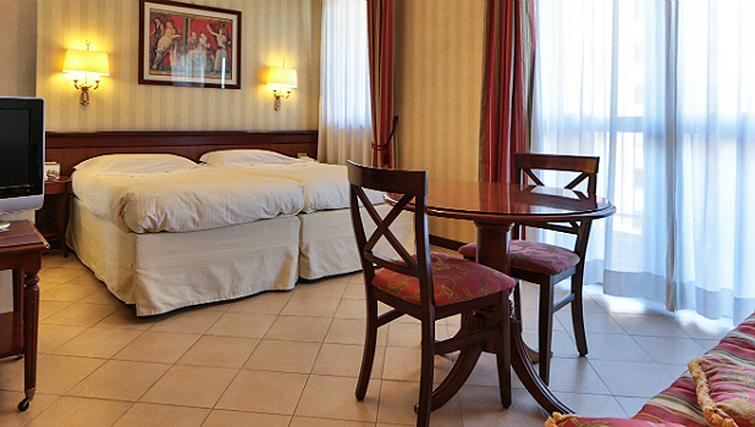Bedroom/dining area at Contessa Jolanda Residence By Gruppo Una