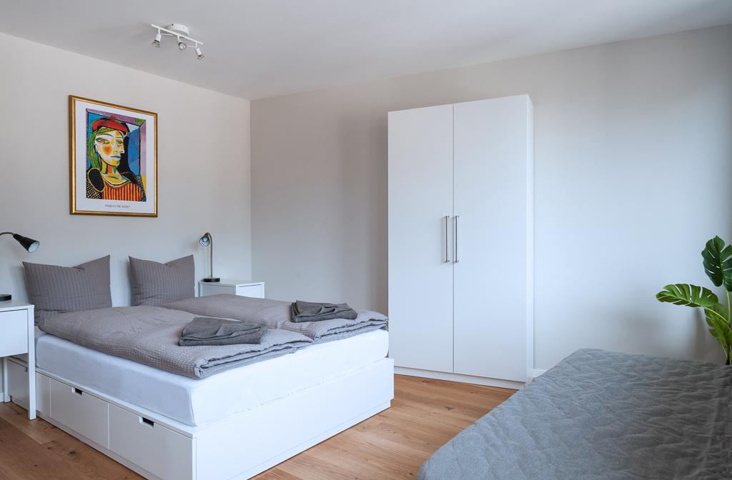 Comfortable bedroom at Marktplatz Apartments