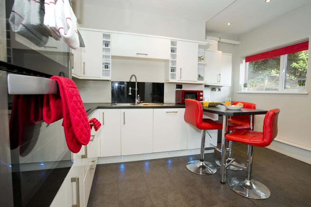 Modern kitchen at Gardens View Apartments