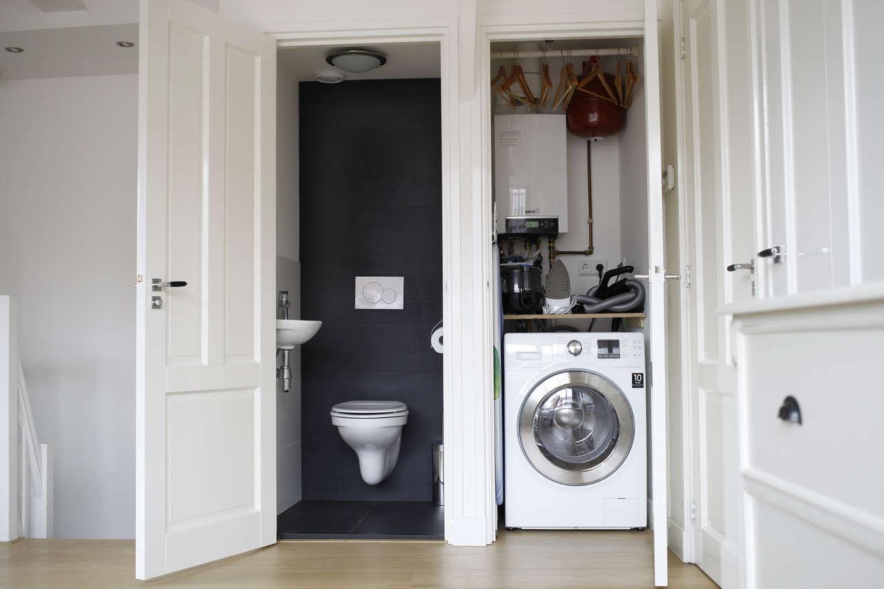 Washing machine at Le Petit Prince IV Apartment, Amsterdam