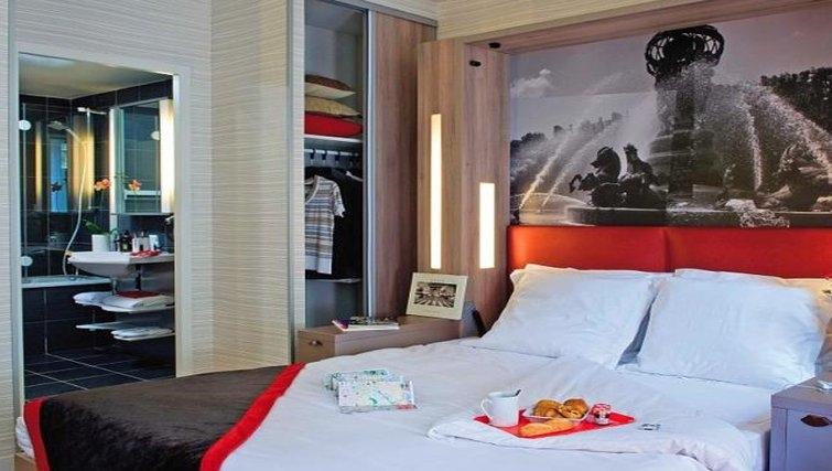 Executive bedroom in Adagio Paris Opera