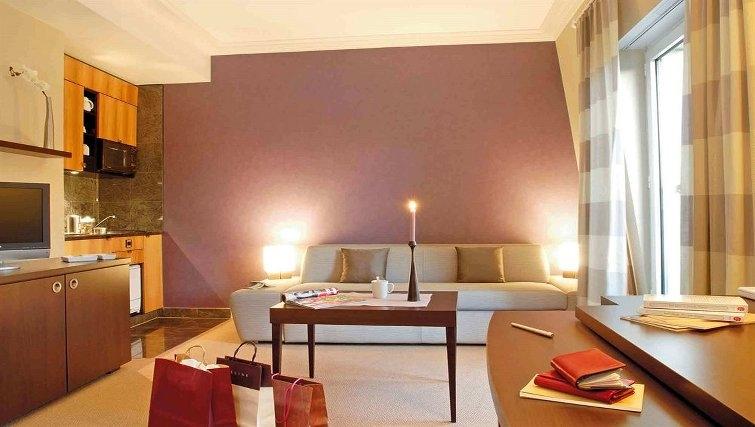 Comfortable living area in Adagio Paris Haussmann