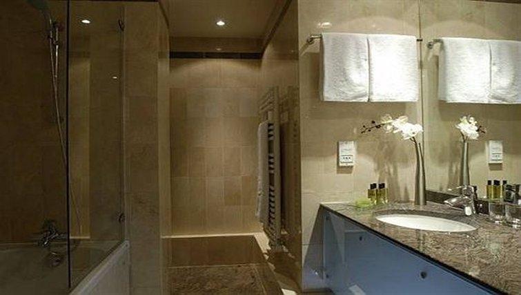 Elegant bathroom in Attractive dining area in Adagio Paris Haussmann