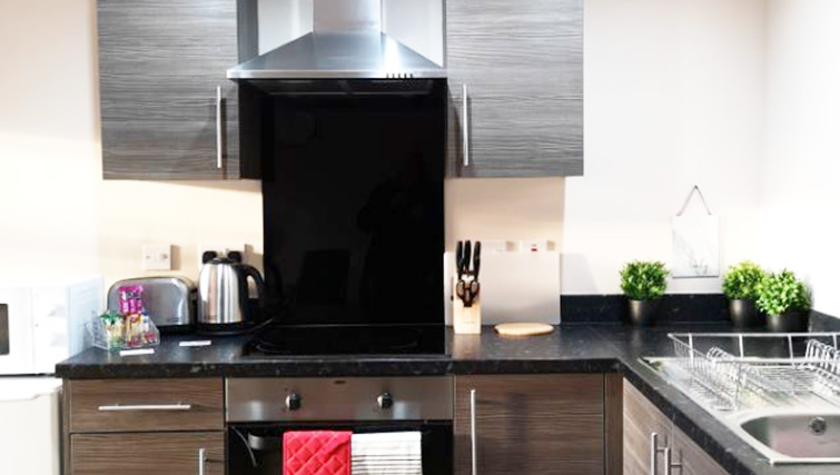 Oven at Metropolitan House Serviced Apartments