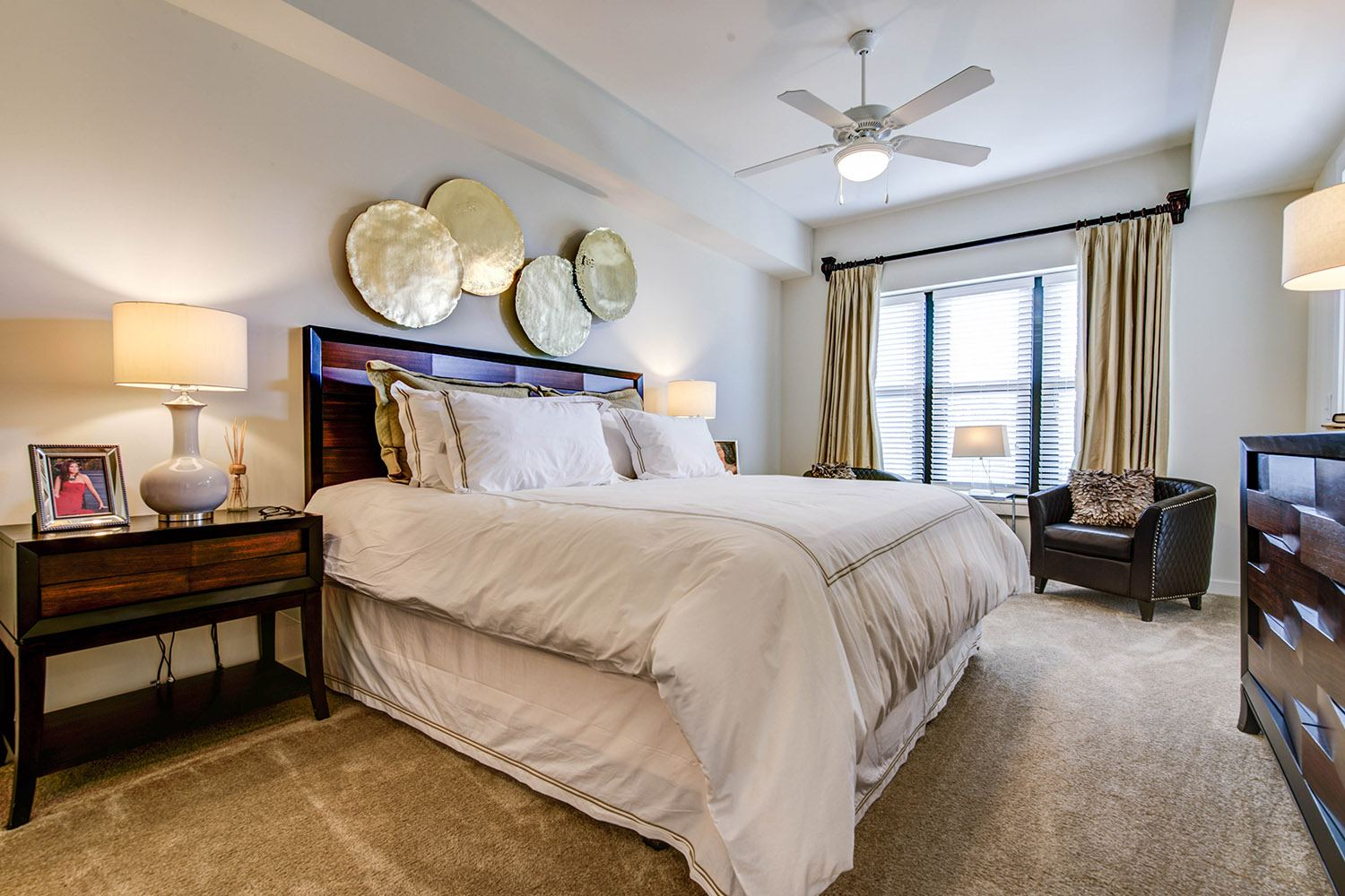 Large bedroom at Peachtree Dunwoody Place