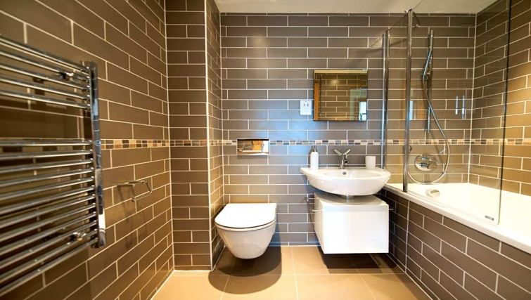 Gorgeous bathroom in Lever Court Apartments