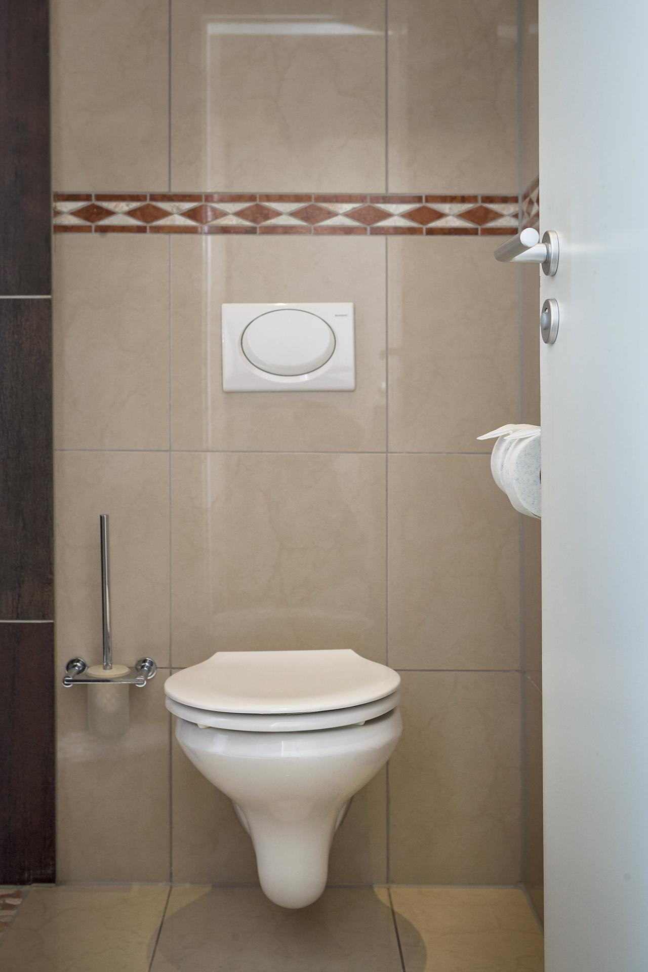 WC at 343 Boardinghouse Apartments