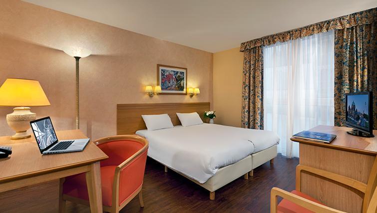Bright bedroom in Citadines Kurfurstendamm Apartments