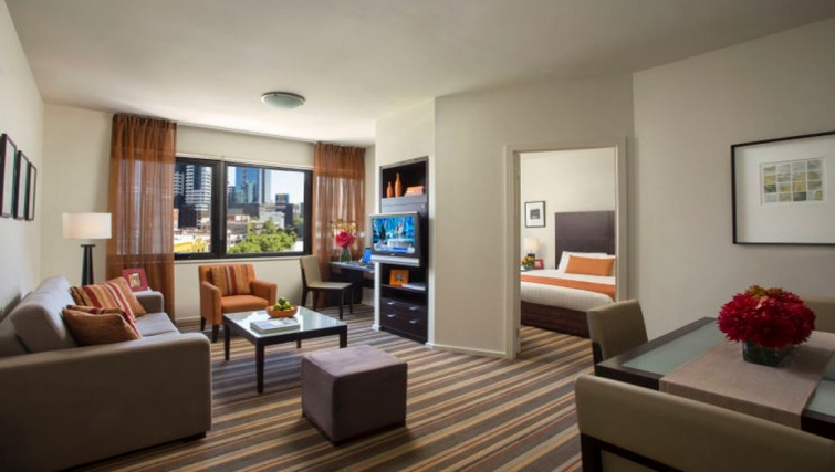 Comfortable living area in Somerset Elizabeth Apartments