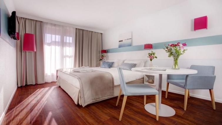 Cosy bedroom in Citadines Castellane Apartments