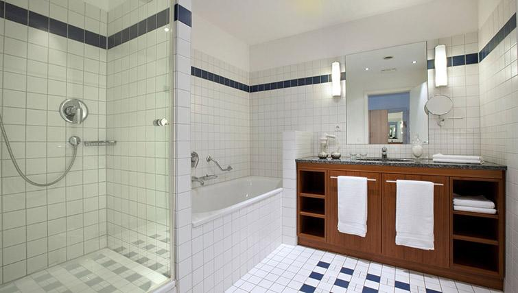 Full bathroom at Lindner Boardinghouse Rheinhof