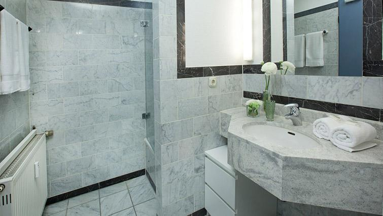 Main bathroom at Lindner Messe Residence Dusseldorf